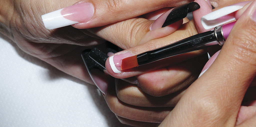 Apply a coat of Crystal Nails Cover Mani Gel thinly, over natural nail. Do not cover the free edge. Be sure that the gel didn't flow into the cuticle, and into the lateral folds. Create a beautiful fade halfway to the cuticle, to make the new growth area invisible.