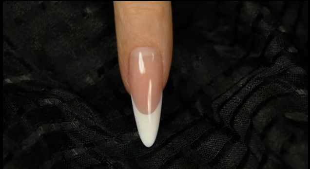 Gel Classic Almond nail shape